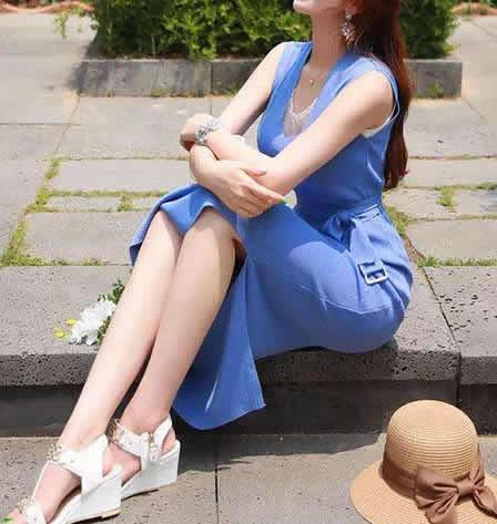 包臀裙露出大美腿满少女气息, 蠢蠢欲动的季节了