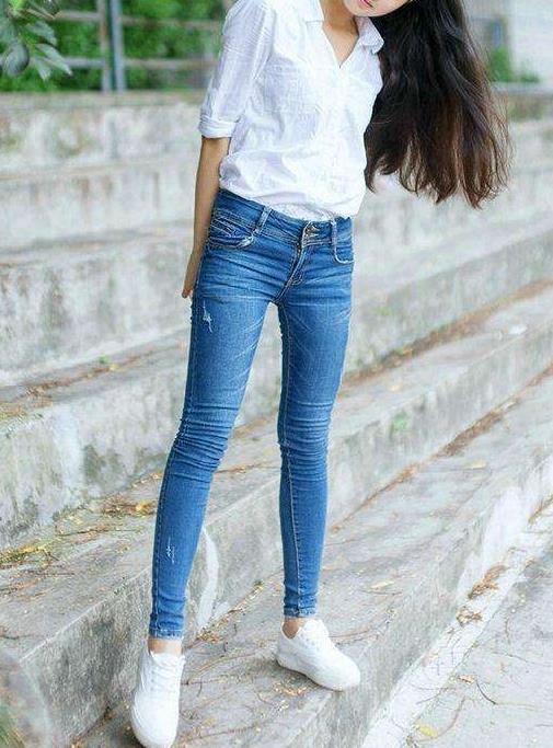 时尚紧身裤节拍:女人青春靓丽气质